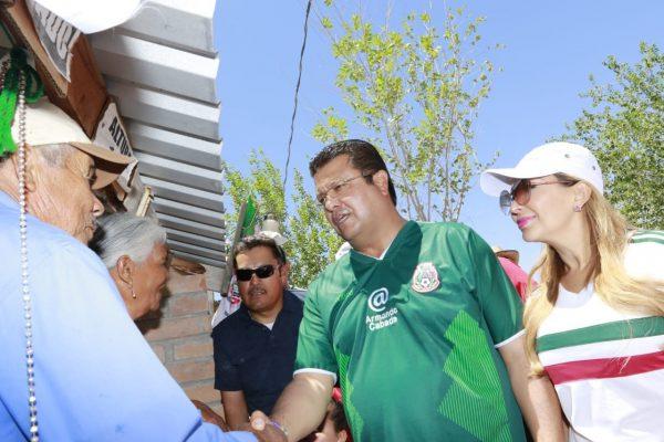 Se reúne con residentes de Samalayuca por reelección