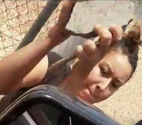 [VIDEO] Mujer causa daños a vehículo en el puente libre