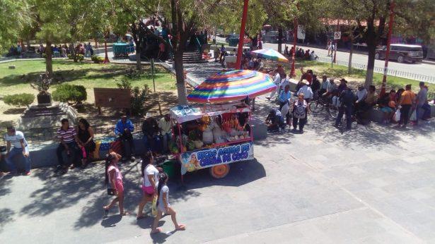 A pesar del calor, familias abarrotan la Zona Centro