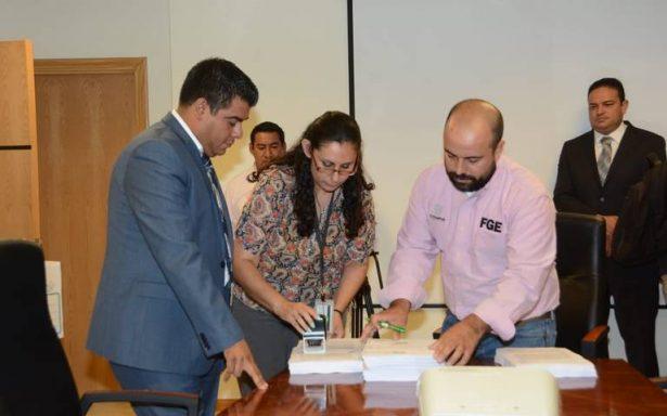 Entrega ASE denuncias por cuenta pública de César Duarte