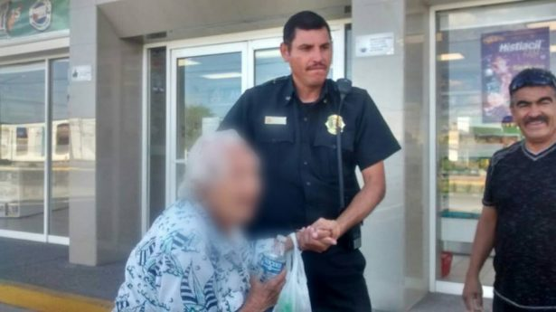 Agente de Tránsito resguarda a mujer de 99 años de edad