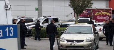 Encuentran auto de sicarios en Plaza Las Torres