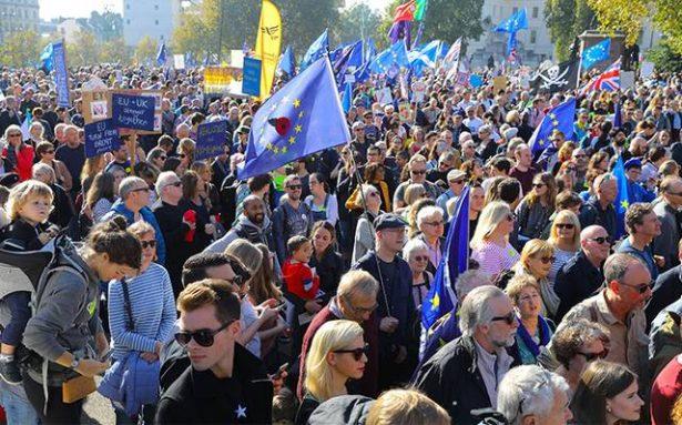 Miles de manifestantes piden en Londres nuevo referéndum sobre el Brexit