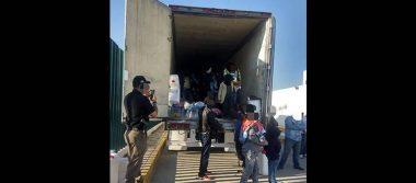Detienen a 123 migrantes que viajaban en un camión en Tabasco