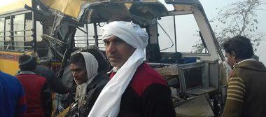 Al menos 12 niños muertos en accidente de autobús escolar en India