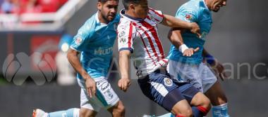 En último suspiro, Querétaro le roba triunfo a Chivas, previo al Clásico