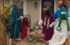 No le gustó pesebre navideño zombi y… destrozó parte de la escenografía