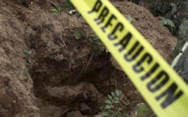 Hallan fosa clandestina con restos humanos en Autlán, Jalisco