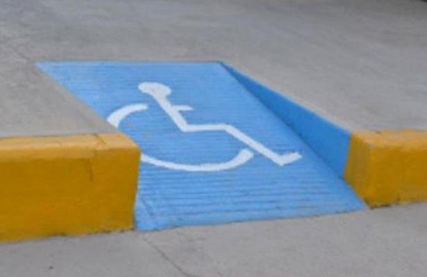 Se debe respetar reas reservadas para discapacitados for Rampa de discapacitados