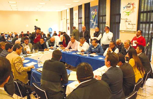 EL titular del INSUDE, José Avila Geraldo tuvo importante participación en las mesas de trabajo en la reunión del SINADE, en la que se definió el nuevo esquema para la Olimpiada Nacional 2017. / El Sudcaliforniano