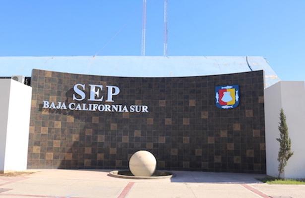 PRI y Morena piden sancionar al secretario de la SEP y a su hijo