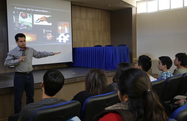 Visita la UABCS mexicano que colabora en el colisionador de hadrones