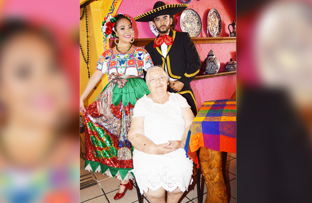 Celebración de cumpleaños de María Epifania Romero Arias