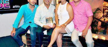 Original fiesta con mariachi y pirotecnia en el cumpleaños del licenciado Daniel Uribe