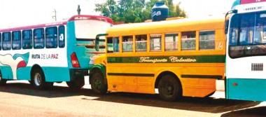 Invaden rutas de transporte urbano