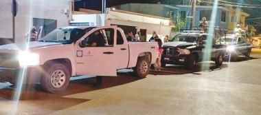 Detienen a 2 hombres por robo de vehículo