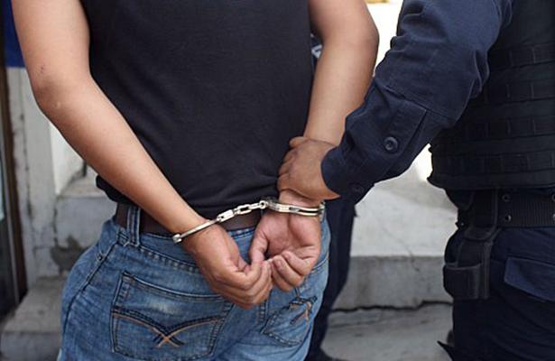 Capturan a expolicía, 7 años prófugo