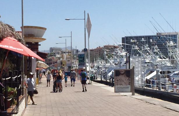 """Padres """"rentan"""" a menores para vender en zonas turísticas de Los Cabos"""