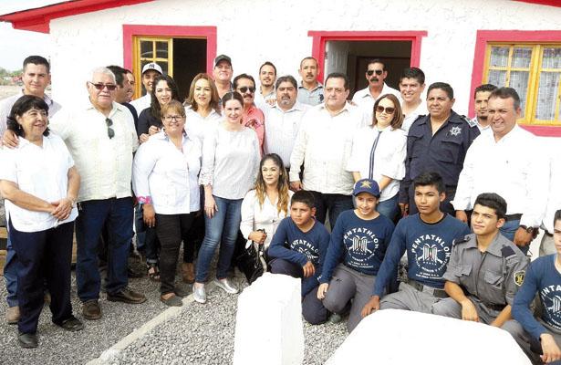 Agradecen al ayuntamiento de Comondú, el apoyo para construir casas ecológicas