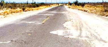 Se halla en pésimas condiciones la carretera al Ejido Cuatro