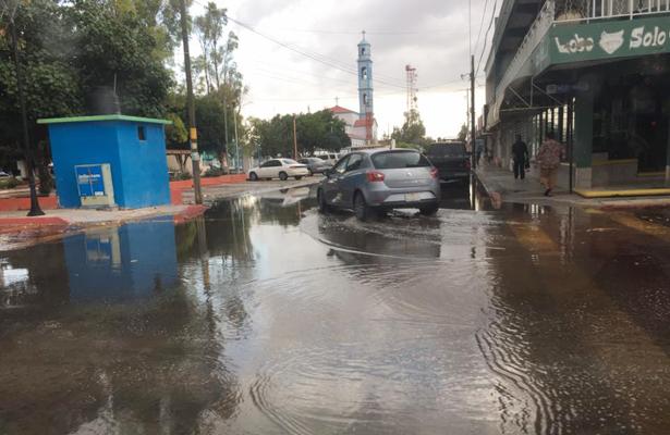 Lluvia causa encharcamientos y apagón en Comondú