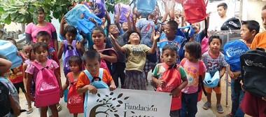 Entrega Fundación Letty Coppel paquetes de útiles escolares