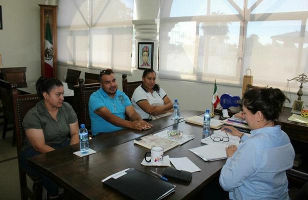 Representantes de la liga femenil de softbol de Loreto se reunieron con la presidenta municipal de Loreto, Arely Arce Peralta, para atender algunas necesidades de la misma. / El Sudcaliforniano