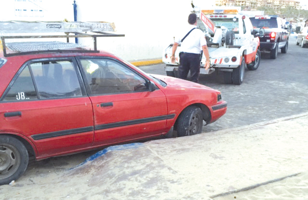 Continúa la mala práctica de estacionarse en cajón azul