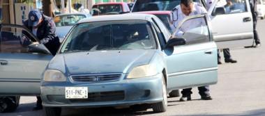 Piden a Seguridad Pública de Comondú retirar polarizados a carros sin placas