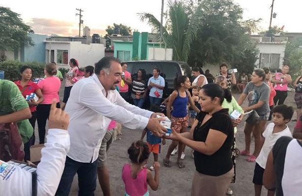 Presidente de DIF Loreto, entrega víveres en Miramar
