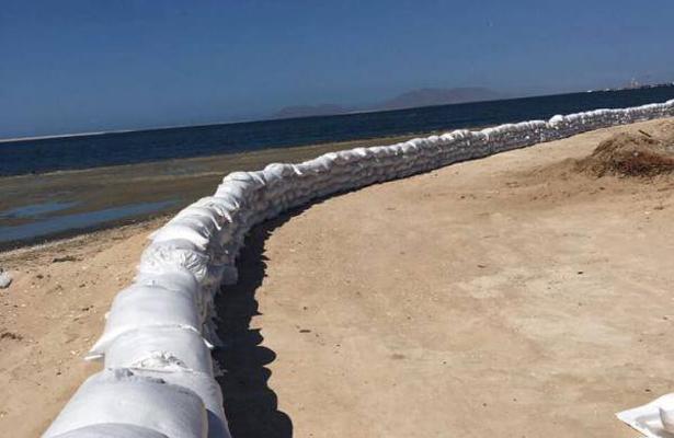 En Puerto San Carlos refuerzan el bordo de contención