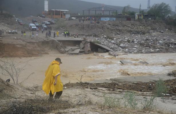 Dos huracanes podrían impactar el estado