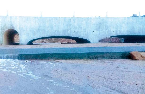Deben demoler el puente de la playa Las Viudas