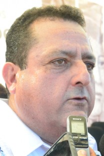 CARLOS MENDOZA DAVIS.
