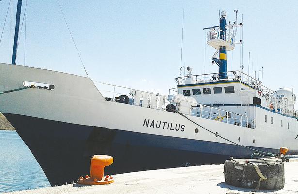 Arriba el barco Nautilus al puerto de Pichilingue