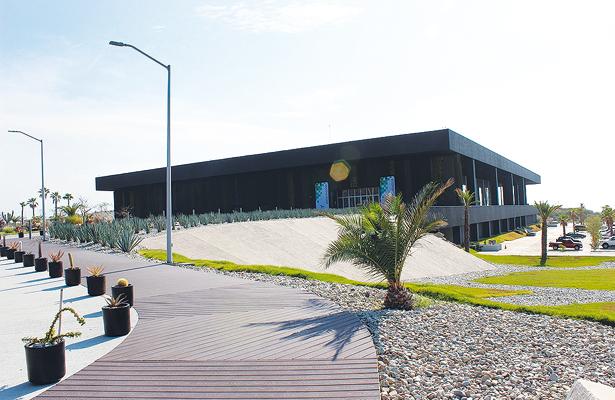 Concesionan los centros de convenciones