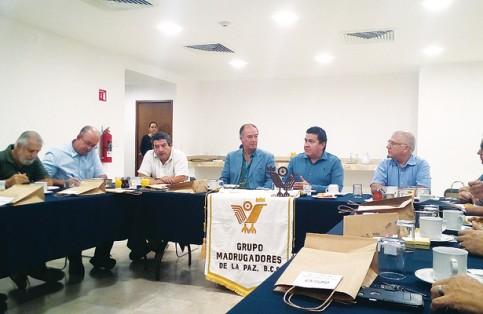 El rector de la UABCS se reunió con los Madrugadores de La Paz. (José Luis Villafuerte) / El Sudcaliforniano