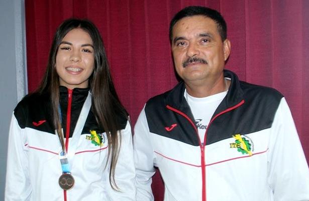 Medalla de bronce en heptatlón para atleta comundeña