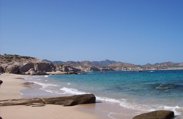 En playas de La Ribera, habría un yacimiento de petróleo