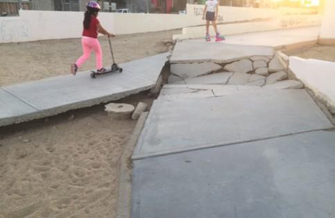 Parque en mal estado, peligro para los niños