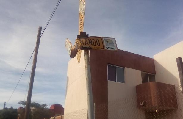 Denuncian descuido de señalización en calles de La Paz
