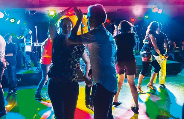 Invitan a concurso de baile por mes del amor
