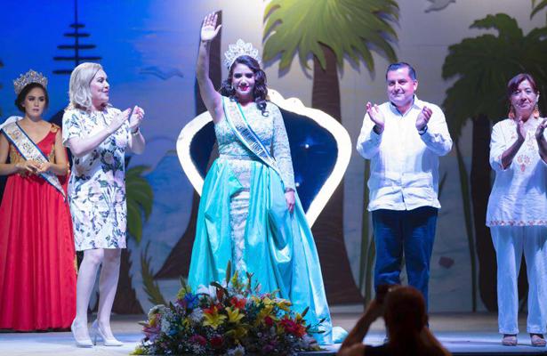 Coronan a Fernanda Verduzco como reina de los XLV Juegos Florales