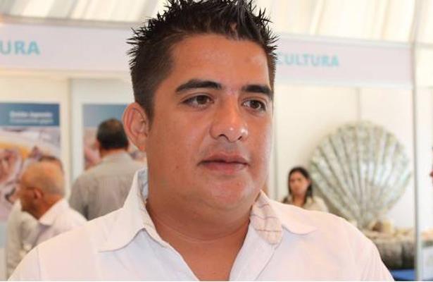 Alejandro Tirado abusa de su poder
