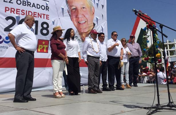 Promete López Obrador apoyar la industria turística
