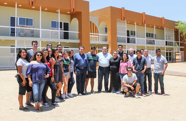 Jóvenes, futuro inmediato de Baja California Sur: Gobernador