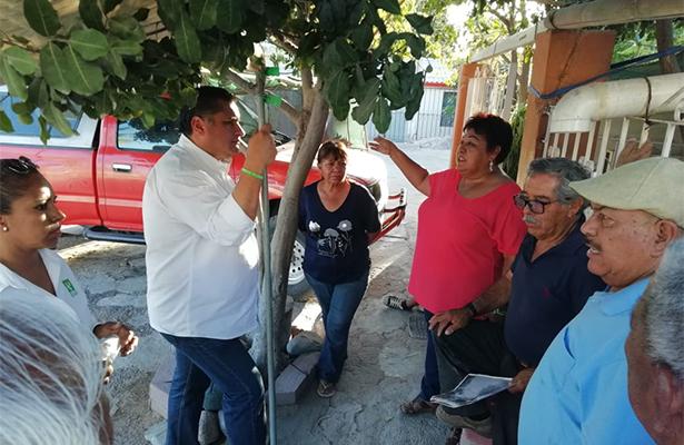 Saúl González se compromete, de ganar pavimentará calles de la 8 de Octubre