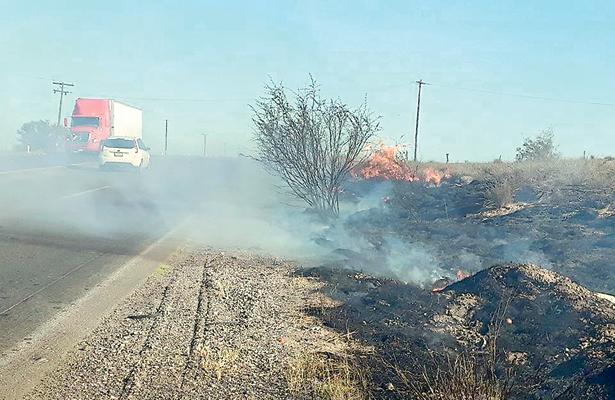 Incendio arrasó con pastizales en el tramo Insurgentes-Constitución