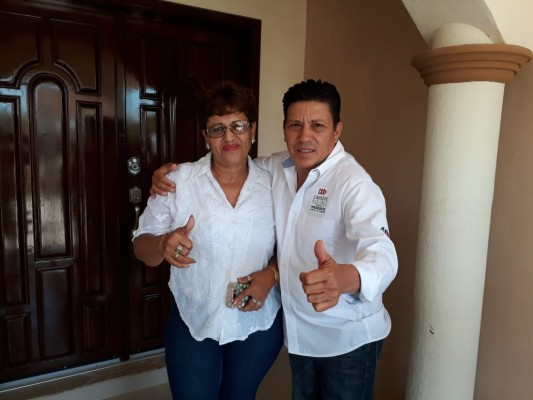 Renuncia Lupita Mendez a su candidatura y se suma al PRI