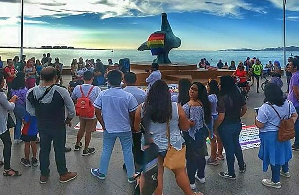 [Video] Comunidad LGBTTTIQ se expresa en malecón de La Paz